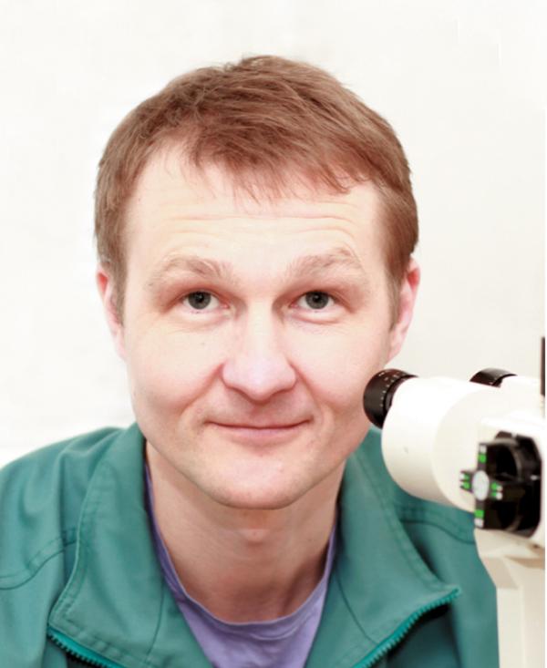 А.Ю. Расческов, заведующий офтальмологическим отделением ДРКБ